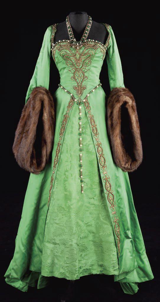 A gorgeous Green gown worn by Ann Boleyn