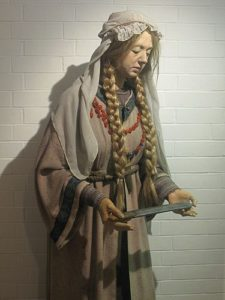 wax-statue-of-anglo-saxon-women-museum